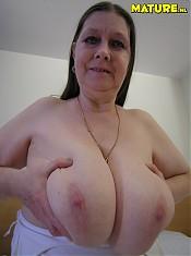 Big titted mature slut showing her stuff